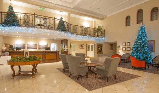 Ennis, Irlanda: Christmas Decorations Hotel Lobby