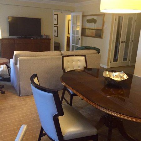 Four Seasons Hotel Vancouver: photo2.jpg