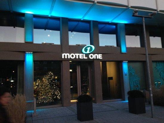 Motel One Muenchen City Sued: Entrada del hotel