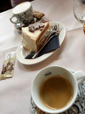 Reeuwijk, Países Bajos: capuccino, espero doppio en pompoentaart