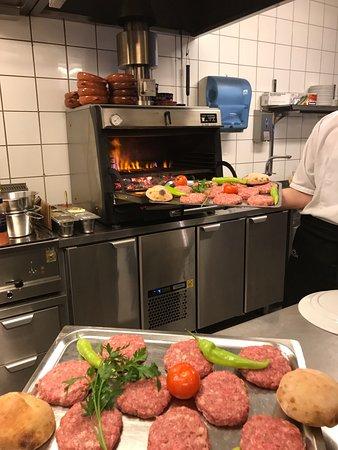 Trondheim Municipality, Νορβηγία: HJEMMELAGET BURGER STEKES KULLGRILL