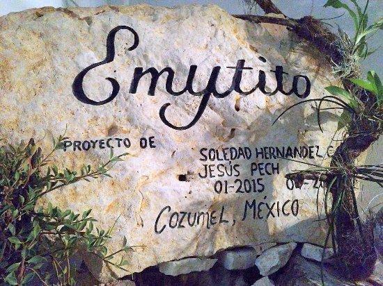 Emytito: Memorial stone on fountain!