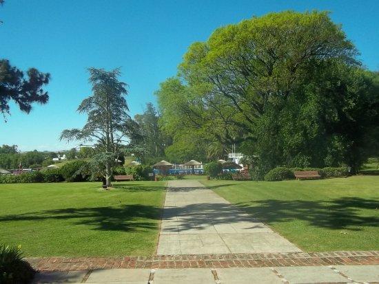 Nueva Helvecia, Uruguay: vista del hotel a la pileta
