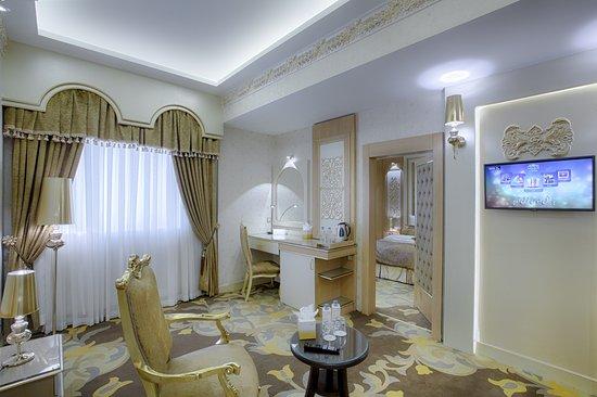 Almas Hotel 2: One Bedroom Suite, Roman Style