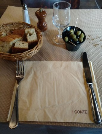 Il Conte: We were seated right away - Friday at 1pm