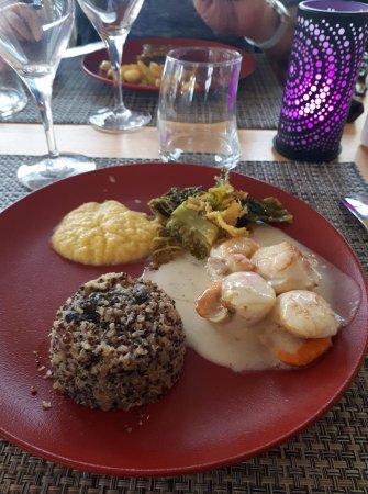Thury-Harcourt, فرنسا: plat principal : Coquilles purée choux , quinoa, légumes