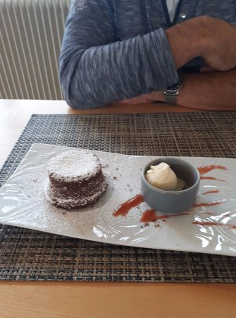 Thury-Harcourt, فرنسا: fondant chocolat et glace vanille