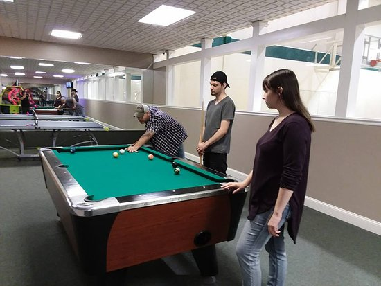 Daniels, Virginia Occidental: Game room at recreation center.