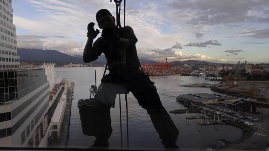 Fairmont Waterfront : View from room & window washer dude