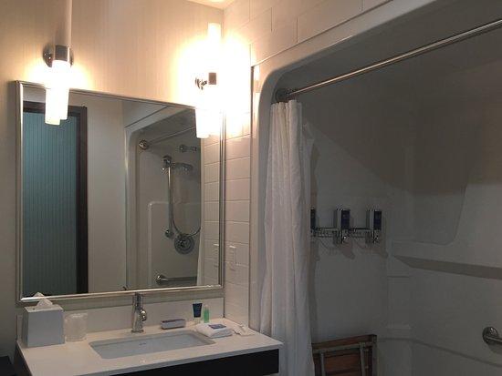 Nisku, Canada: Accessible bath