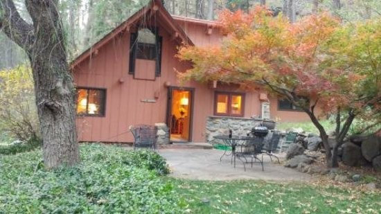 Forest Houses Resort: Fall Time in November at The Barn