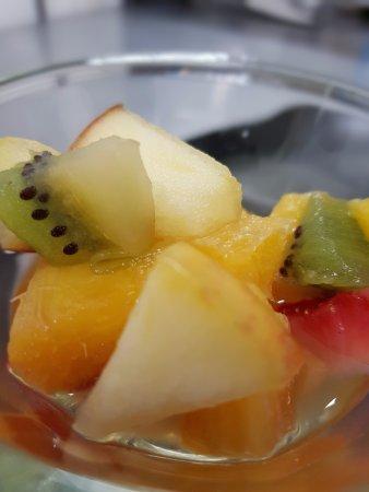 Pierrelatte, France: Salades de fruits maison - L'a sert d'serres