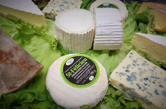 Pierrelatte, France: Plateau de fromage régional - l'a sert d'serres