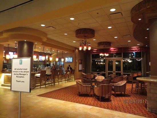 Loveland, Κολοράντο: Nice Dining Room/Bar