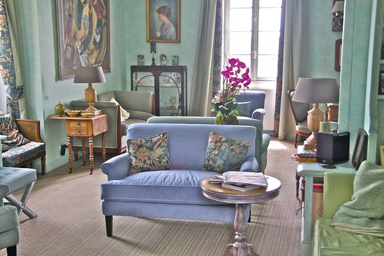 Cuq Toulza, France: the sitting room/ library