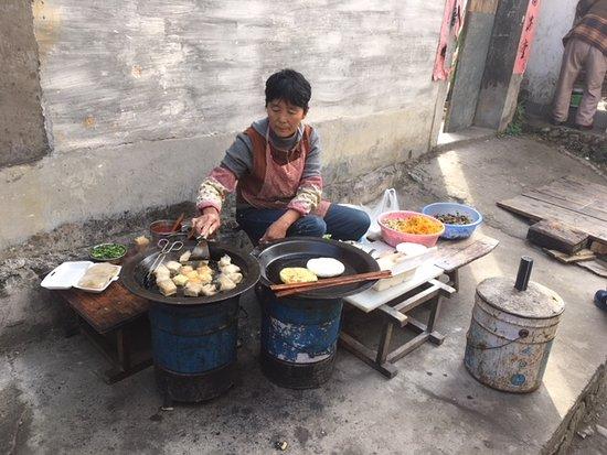 Yi County, จีน: Famous street foods-- tofu cooked many ways!