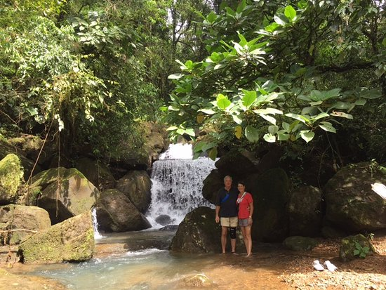 Uvita, Costa Rica: This is the small tributary from the amazingly high main waterfall