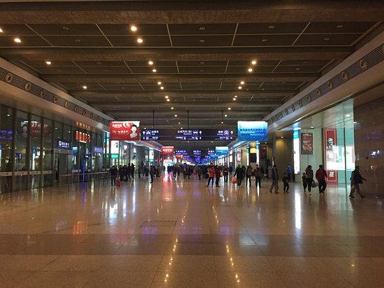 Shanghai Hongqiao Railway Station: 上海虹桥火车站站内