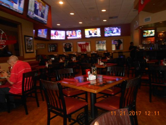 Shoeless Joe's Sports Cafe : dining