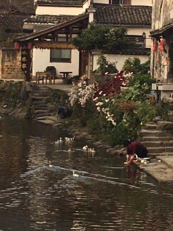 Yi County, จีน: Around the center canal of Lucun