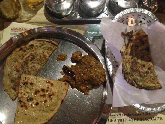 Pind Balluchi: Vegetarian dish with naan and paratha