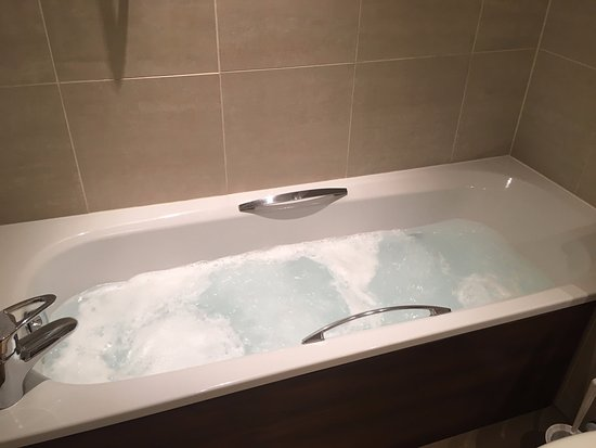 Harbour Heights Hotel: Standard Room spa bath