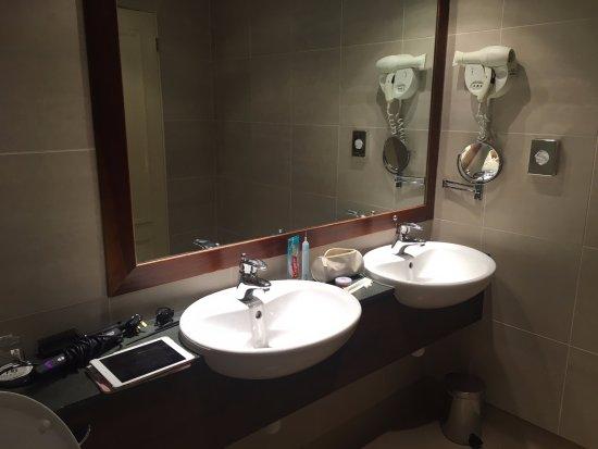 Harbour Heights Hotel: Standard Room bathroom