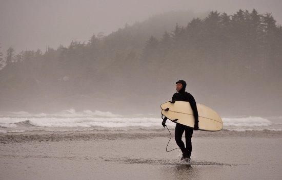 Wickaninnish Inn and The Pointe Restaurant: Chesterman Beach Surfer