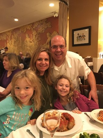 Patsy's Italian Restaurant: Now this is a family meal!