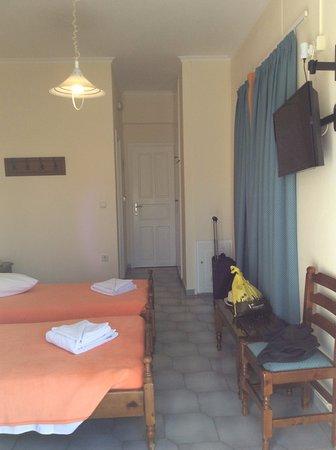 Karterádhos, Grecia: Your basic hotel room.