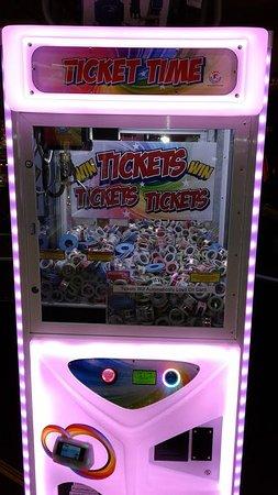 Λονγκ Μπιτς, Ουάσιγκτον: Have you tried Ticket Time? Its a claw game where you win tickets! Come try it! Open 10-10 every