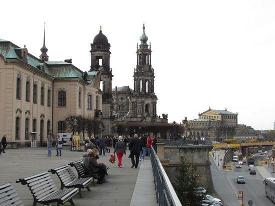 Katholische Hofkirche - Dresden: Seen from Bruhlsche Terrace