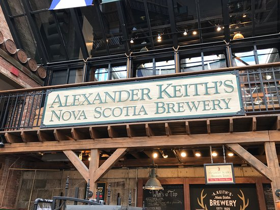 Alexander Keith's Brewery: In the courtyard gathering for the tour