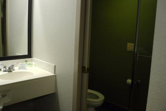 Sleep Inn : bathroom in room 104 October 2017