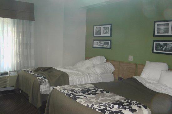 Sleep Inn : beds in room 104 October 2017