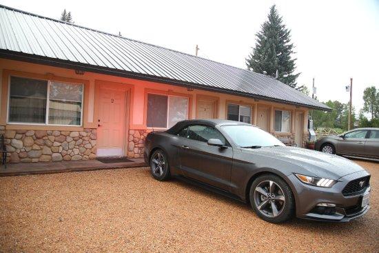 Hatch, UT: Mountain Ridge Motel and Cabins