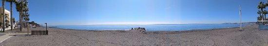Mezquitilla, สเปน: Playa donde se ubica Marisquería el Kilometro