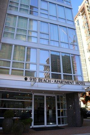 910 Beach Avenue Apartment Hotel Entrance