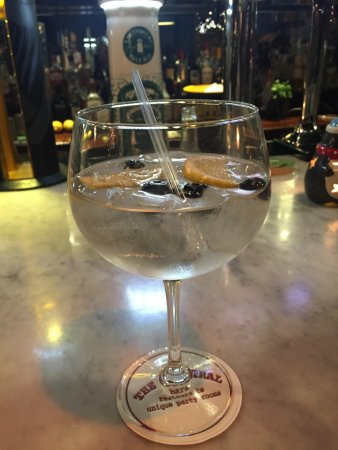 The Central Bar and Restaurant : G&T Central Style