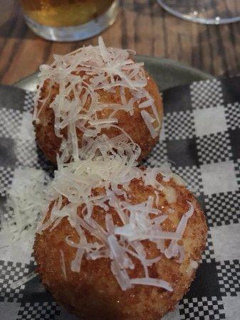 Woollahra, Australia: manchego croquettes were delicious