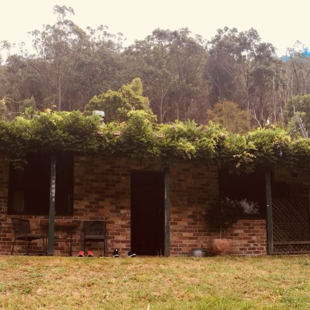 Cedar Creek Cottages & Wine