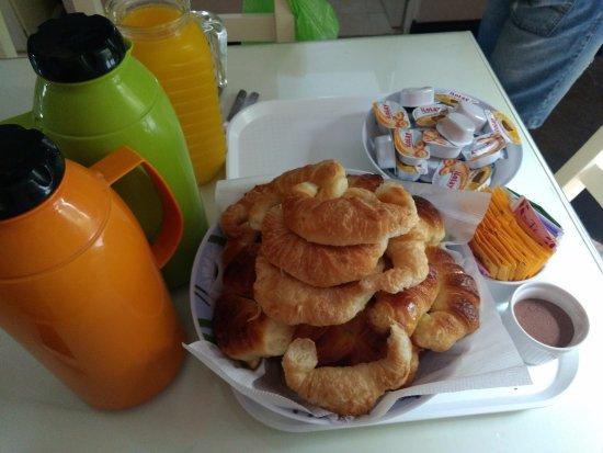 cafe con leche y jugo de naranja