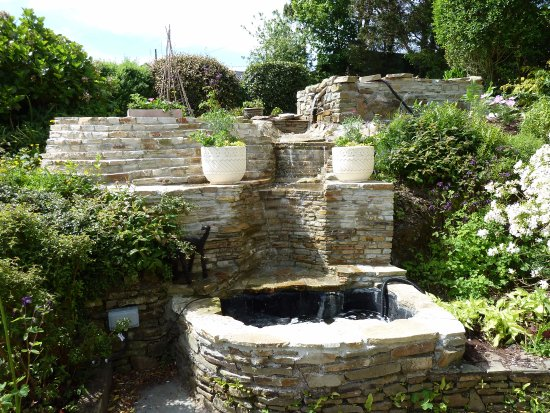 Ballinhassig, Ierland: Ardfield Farmhouse B&B: Photo # 4:Waterfall