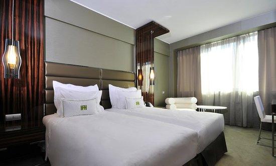 Altis Grand Hotel: Guest room