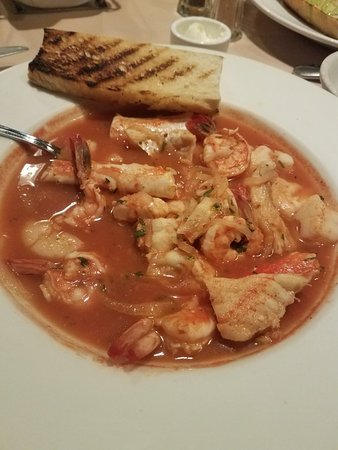Seal Beach, Kaliforniya: Cioppino had swordfish in it that was tough & Chewy👎
