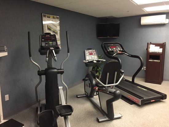 Holiday Inn Express: Gym exercise machines