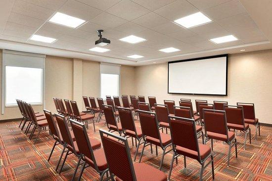 Waukesha, WI: Meeting room