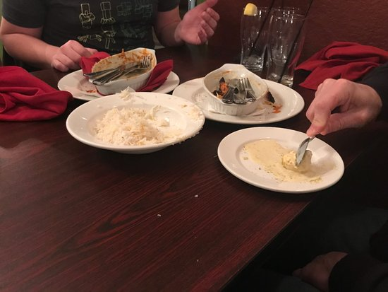 Ladysmith, Canadá: eating dessert around our dirty meal dishes