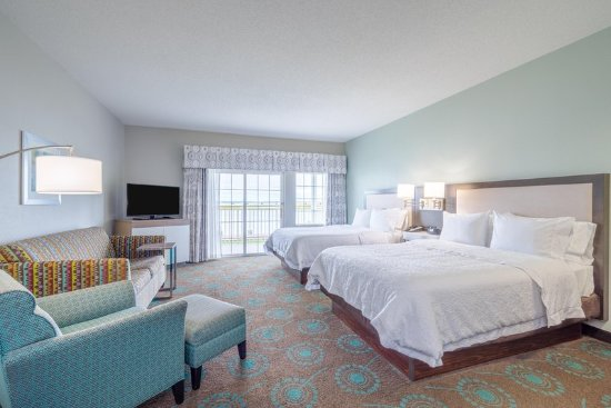 Hampton Inn and Suites Chincoteague-Waterfront: Guest room