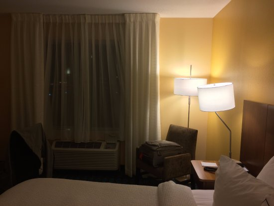 Fairfield Inn & Suites Dulles Airport Chantilly: King room.